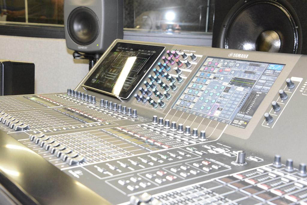 Le studio de r p tition et d 39 enregistrement les fuseaux - Table de mixage studio d enregistrement ...